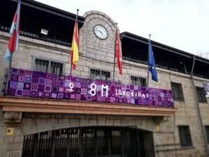 Tapiz conmemorativo del 8M de Tejiendo Colmenarejo